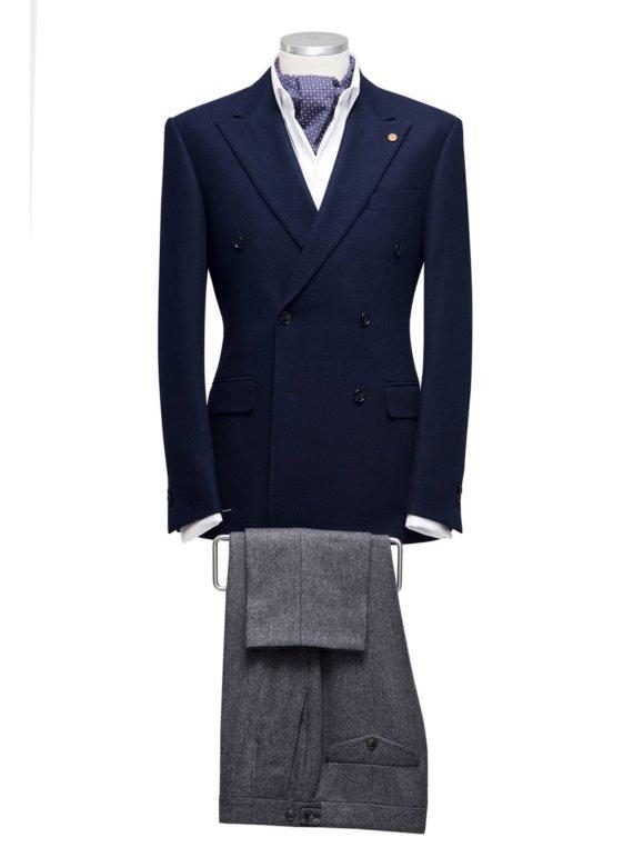 donkerblauw kostuum op maat gemaakt voor heren
