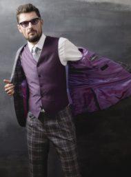 grijze-kostuum-lila-voering-gilet-op-maat-herenkleding